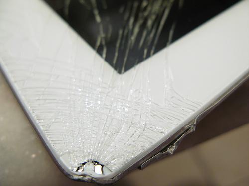 jp-ipad2-glasscrack